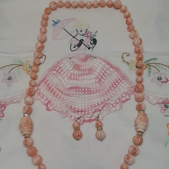 """vintage 30"""" carved Angel Skin coral necklace"""